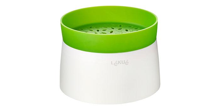 Cuiseur à riz micro-ondable Lekuke sur fond blanc