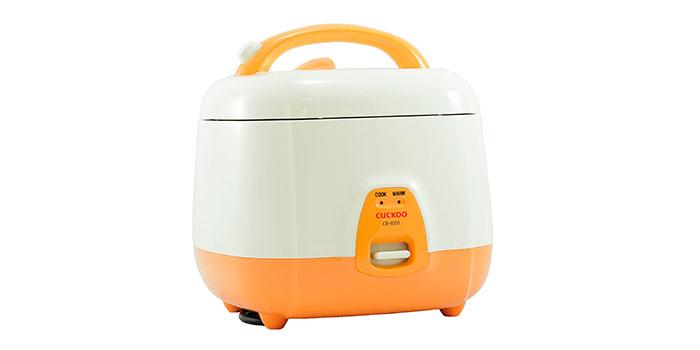 Cuiseur à riz automatique coucou sur fond blanc