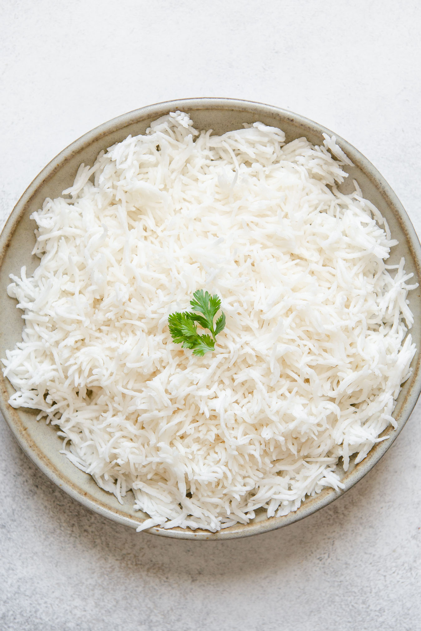 Comment faire cuire du riz basmati: plaque de cuisson, casserole instantanée, mijoteuse