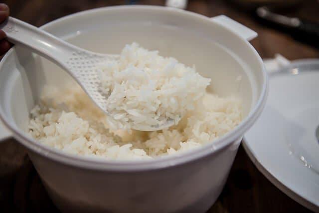 Comment faire cuire au micro-ondes une recette de riz en 9 minutes