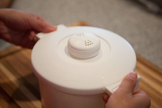 Comment faire une recette de riz au micro-ondes couvrant le pot