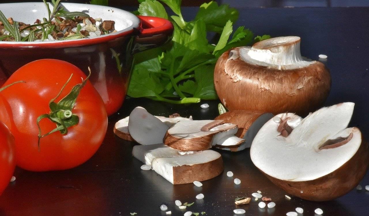 champignons, champignons bruns, le riz