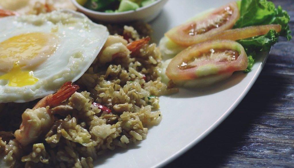 riz frit, riz frit spécial, alimentaire