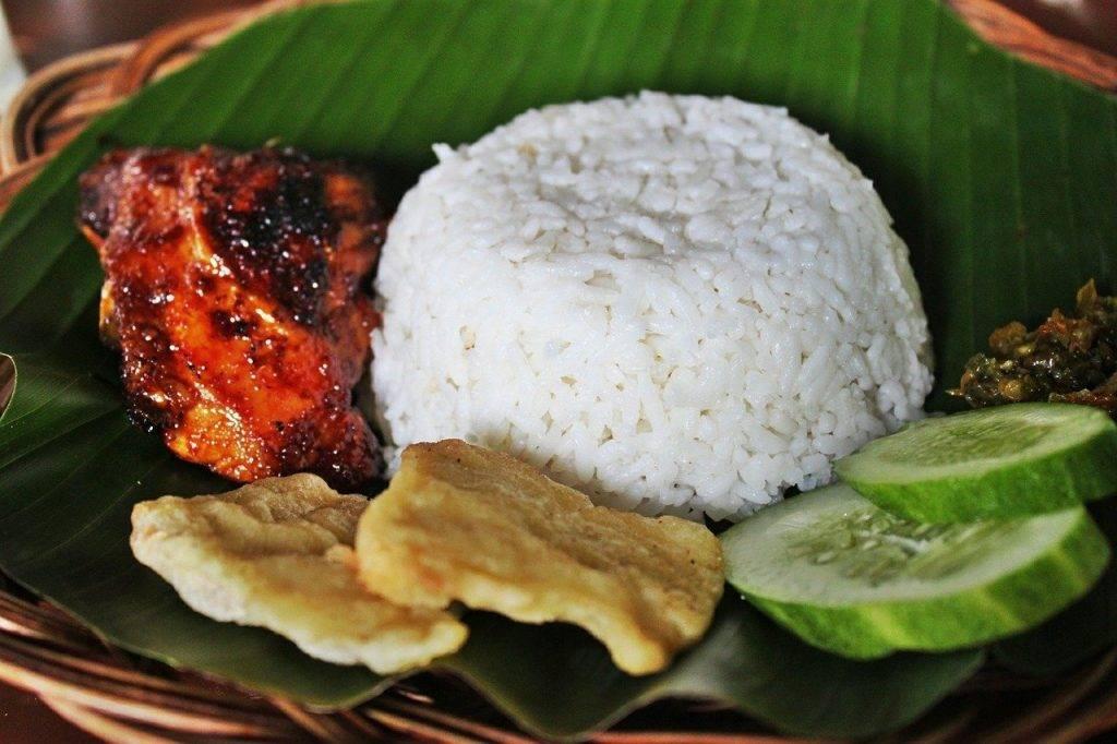 poulet grillé, riz blanc, nourriture indonésienne