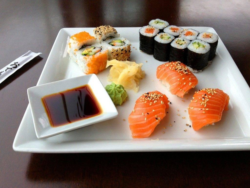 sushi, sashimi, manger