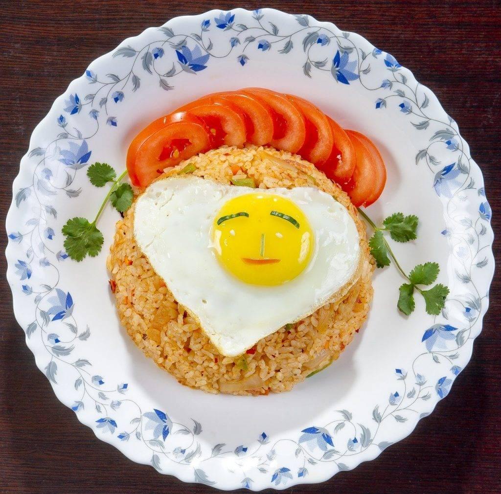 alimentaire, cuisine coréenne, le riz frit oeufs