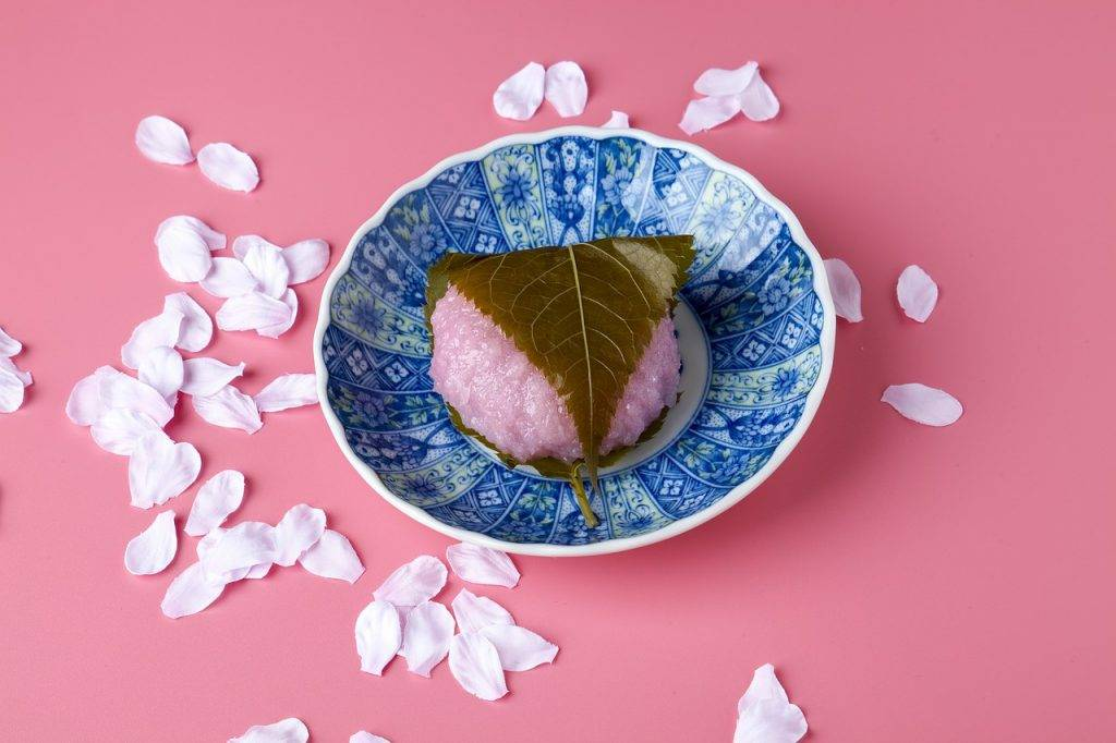 sakuramochi, confection de style japonais, rose