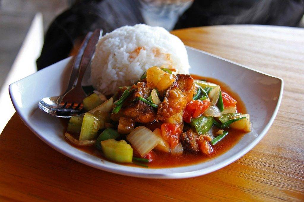 riz, friture, poisson aigre-douce