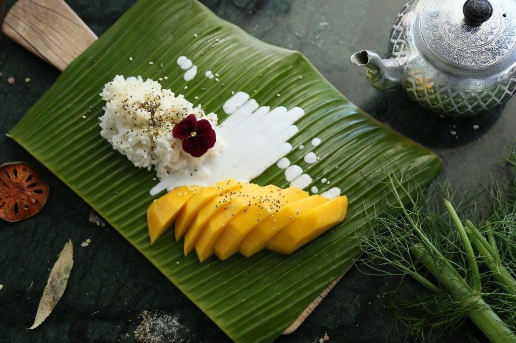 riz gluant à la mangue, mangue, le dessert thai