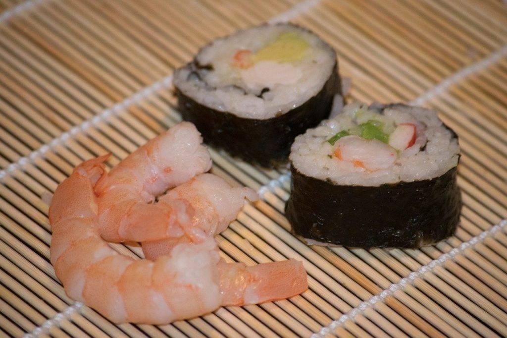 sushi, crevettes, le dîner