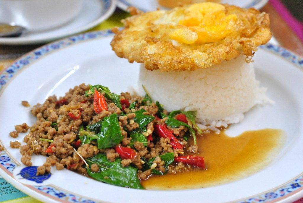 le riz de porc frite faite, cuisine de thaïlande, plat